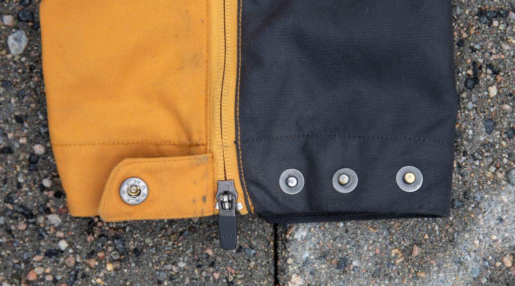 Mange knapper i bunnen av buksebeienet gjør at du kan justere buksene til mange typer sko.